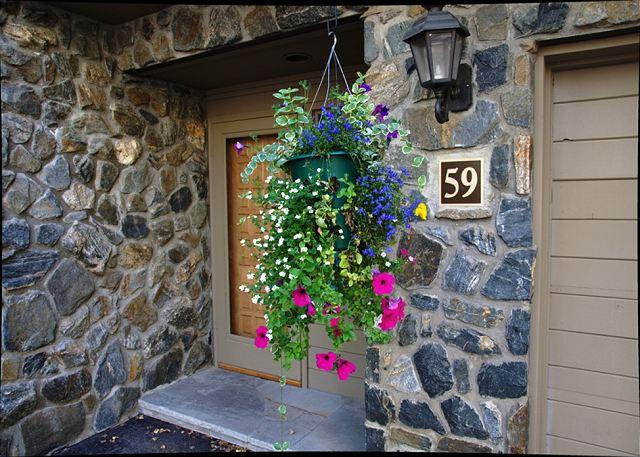 Front Entrance - Beautiful Golf Course Townhome only 1 mile from Vail village - Vail - rentals
