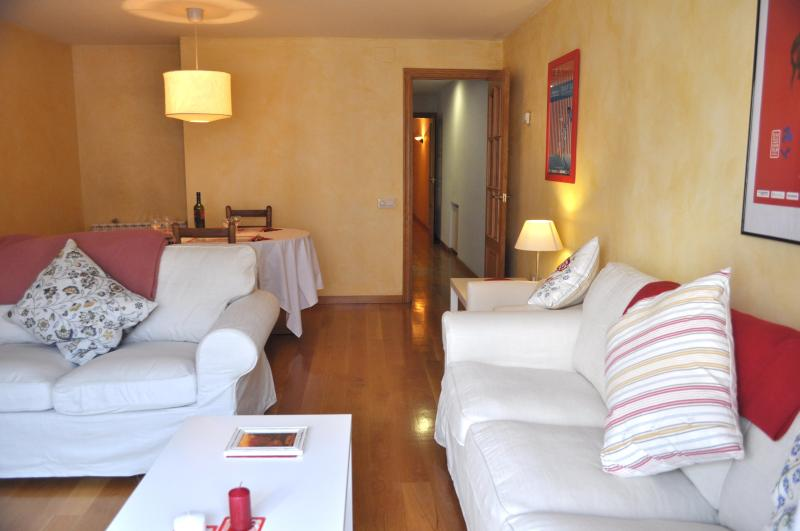 chatting/film-watching/day planning area - Girona City Centre Apartment for 7 - 2 minutes to station, 7 minutes to old quarter - Province of Girona - rentals