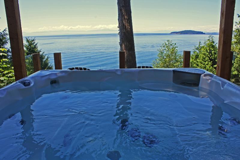 Hot Tub With Panoramic Ocean Views - Beachside Waterfront Suites, Ocean View Hot Tub! - Sechelt - rentals