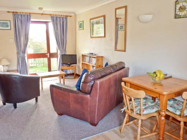 HONEYSUCKLE COTTAGE ground floor, use of swimming pool, close to coast in Bude Ref 19172 - Image 1 - Bude - rentals