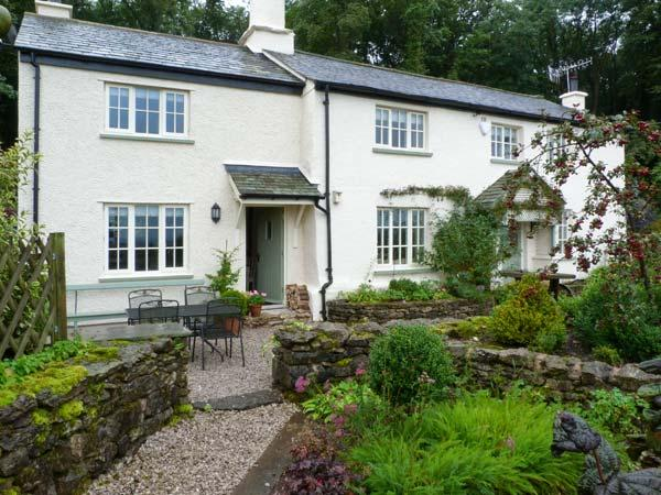 GAMEKEEPER'S COTTAGE, romantic retreat, woodburner, country views, patio in Milnthorpe, Ref 8275 - Image 1 - Milnthorpe - rentals