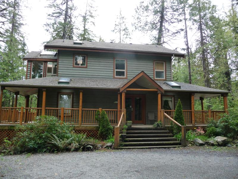 CEDARVIEW HOUSE - Main entrance - CedarView House (& Suite), Tofino, BC - Tofino - rentals