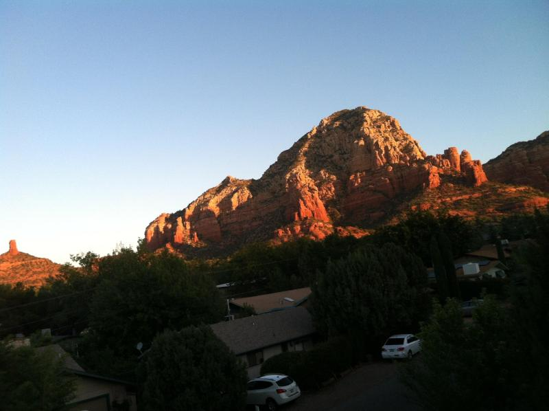 Wonderful Cabin in West Sedona! Great views from the front deck and out the front windows - Cabin in Sedona!, Views Galor, Steps to HIKING!!! - Sedona - rentals
