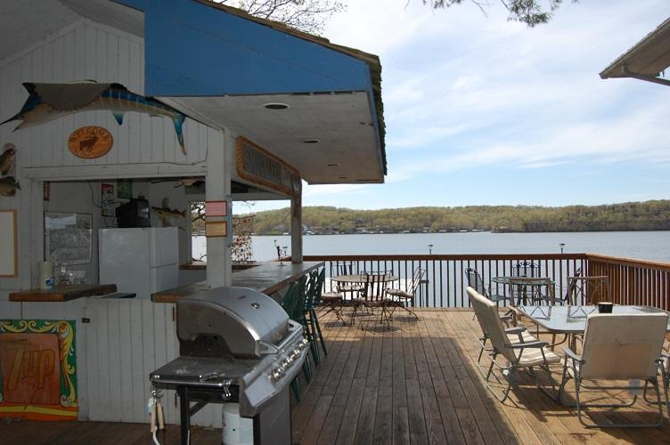 Smugglers Den great place to grill - Great location for Fall Colors, Golf Groups, 8 BR' - Lake Ozark - rentals