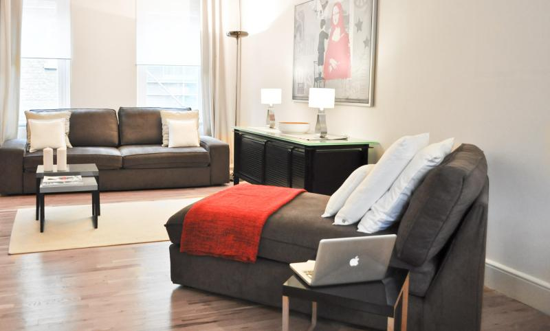 Luxury! Covent Garden! 2 Bed/2bath 3 min to tube! - Image 1 - London - rentals
