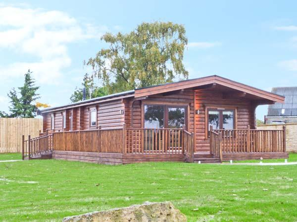 CORNFIELD LODGE, detached log cabin, with en-suite bedroom, designer kitchen, balcony, in Northallerton, Ref 18818 - Image 1 - Northallerton - rentals