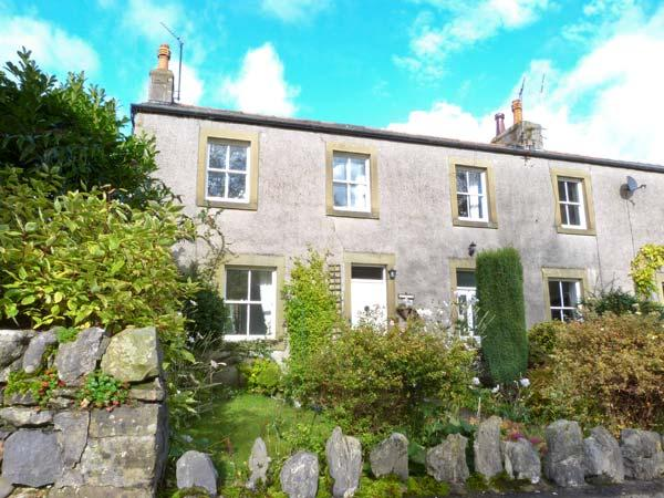 THE COTTAGE family-friendly cottage, WiFi, opposite village green, near to Settle in Langcliffe Ref 19042 - Image 1 - Langcliffe - rentals