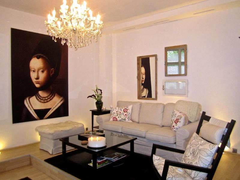 The Living room (very spacious) - Elegant Vacation Apartment in Trendy Neighborhood of Berlin - Berlin - rentals