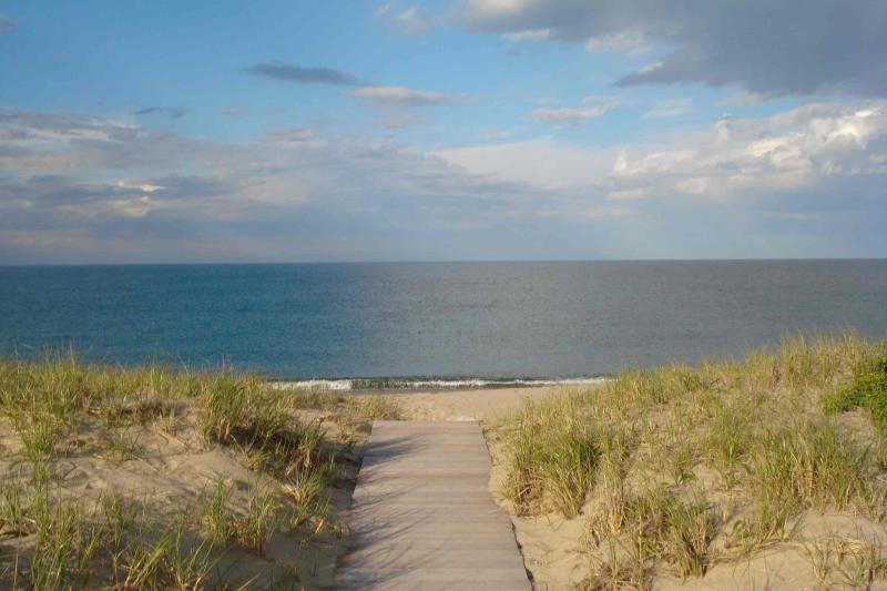 4 Bedroom 2 Bathroom Vacation Rental in Nantucket that sleeps 8 -(10310) - Image 1 - Massachusetts - rentals