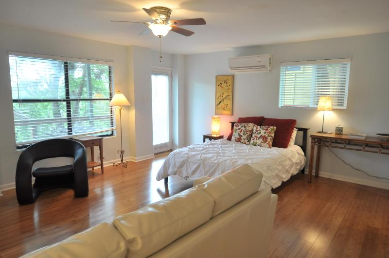 Barton View - Unit B - 3/2.5 w/ great sunset deck! - Image 1 - Austin - rentals