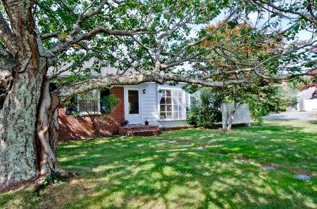 CHERRY TREE COTTAGE - EDG JMES-02 - Image 1 - Edgartown - rentals