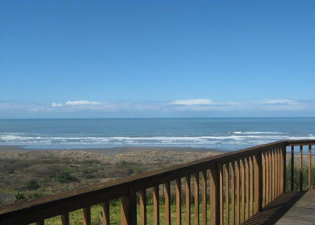 Clam Beach House 3 bedrooms, 2 ba, ocean and beach view, walk to huge beach! - Image 1 - McKinleyville - rentals