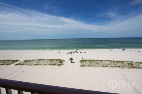 Private beachfront balcony on the fifth floor - 513 - Island Inn - Treasure Island - rentals