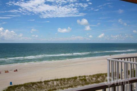 Private beachfront balcony on the top floor - 612 - Island Inn - Treasure Island - rentals