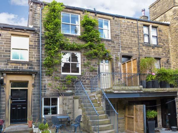 THE OLD FORGE, welcoming romantic retreat, parking, patio, woodburner, in Haworth Ref 14036 - Image 1 - Haworth - rentals