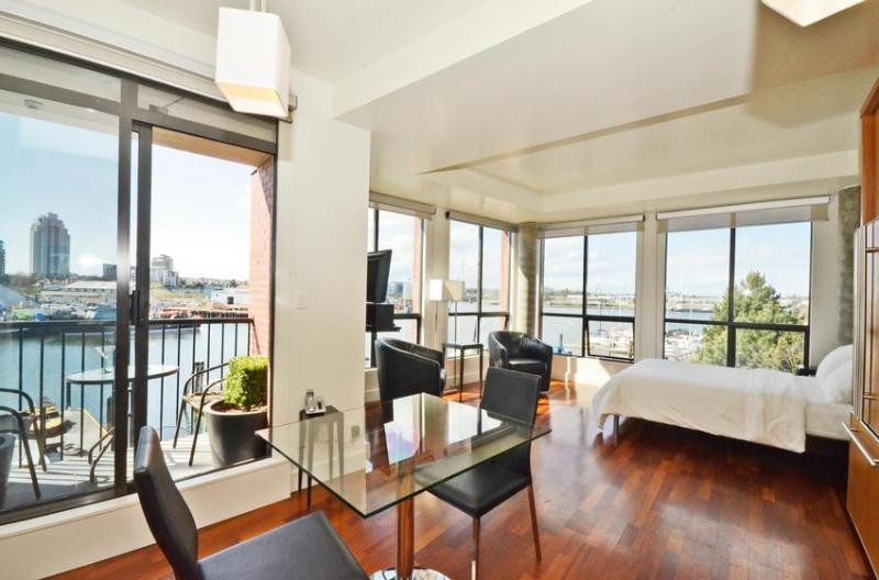 Oceanfront Downtown, Corner Suite - Image 1 - Victoria - rentals