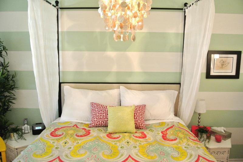 2nd bedroom with queen canopy bed and Simmons Beautyrest pillowtop mattress, 1500 TC linens - SIMPLY STUNNING! Pool, Tennis, FREE DISNEY PARKING - Anaheim - rentals
