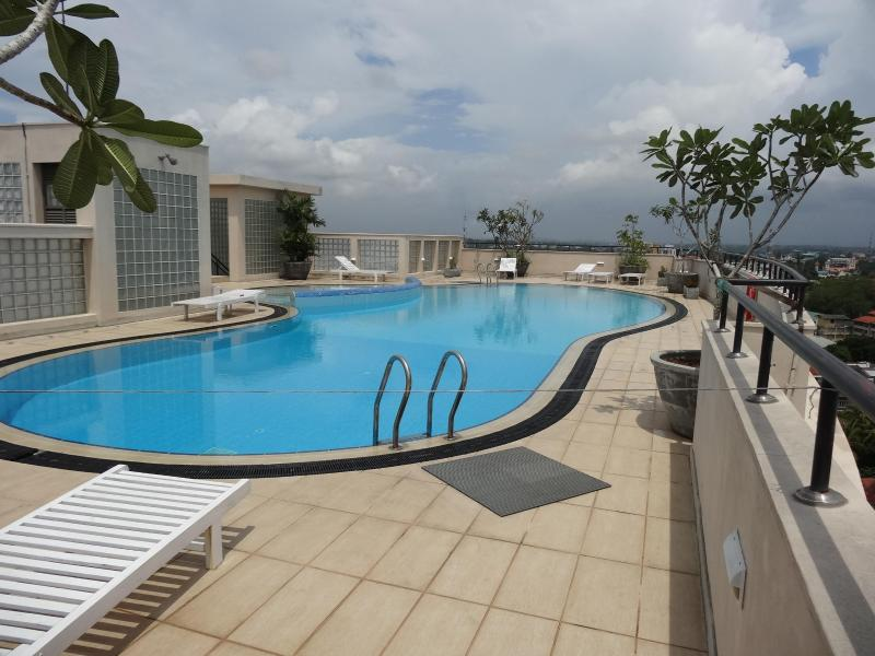 Pool - Exclusive apartment  beyond Ward Place - Colombo - rentals