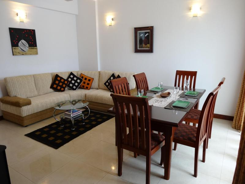 Living Room - Exclusive apartment  beyond Ward Place - Colombo - rentals