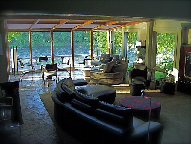 Great Room & Sunroom with full river view - River Dream Vacation Rental 30 minutes from Eugene - Eugene - rentals