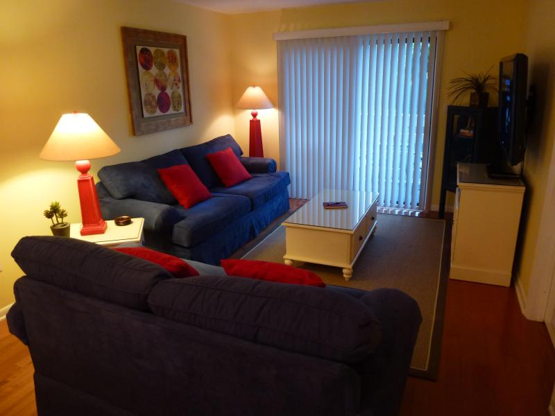 Living area is bright, clean, colorful, with quality and comfortable furniture. - Hilton Head Island, Fiddler's Cove - Pool/Beach, balcony, WiFi, HDTV's  Villa - Hilton Head - rentals