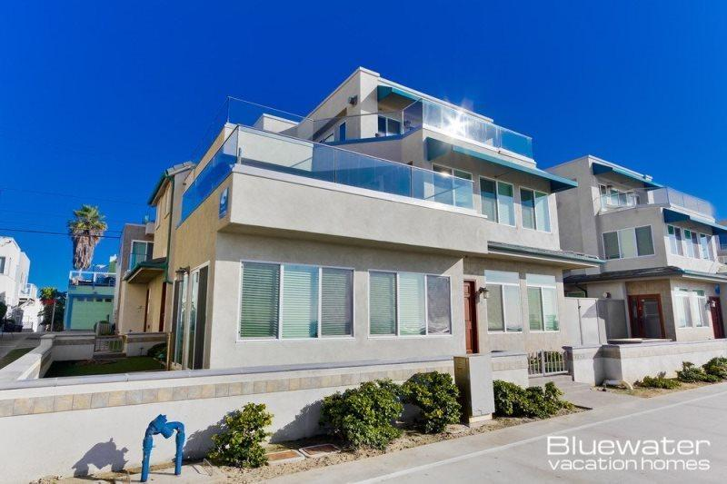 Top two levels - Oceanfront, 2500 square feet - Bluewater Ocean Front Two North - Mission Beach Vacation Rental - Pacific Beach - rentals
