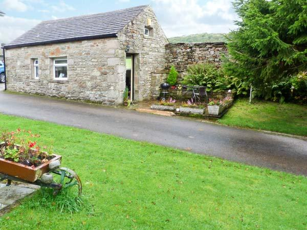 THE BULL HULL, scenic walks, off road parking, private patio, in Hutton Roof, Ref 20133 - Image 1 - Hutton Roof - rentals