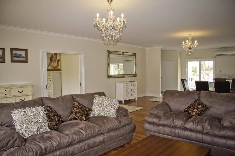 Open Planned Living Room - Summer House Retreat Albany - Albany - rentals