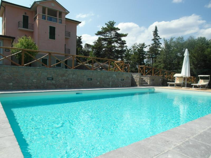 The new swimming pool with the house is the background - Villino Vittoria - spectacular villa, views, pool. - Anghiari - rentals