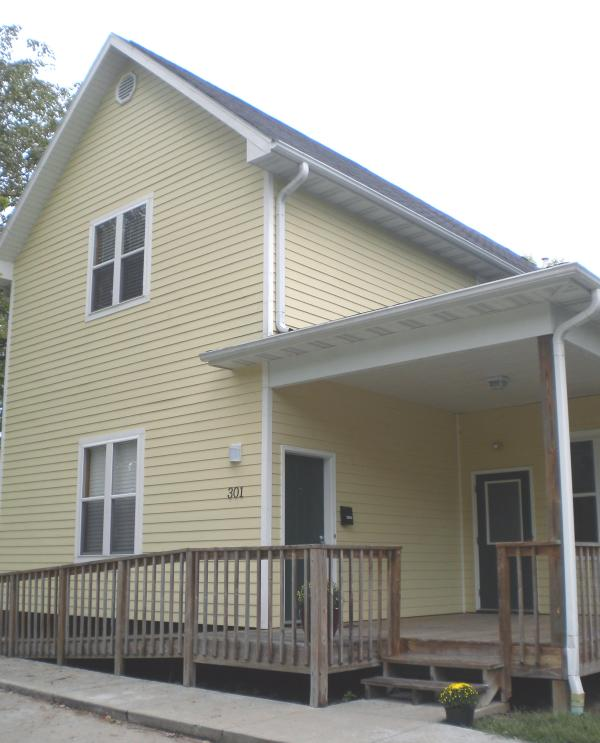 Clark Street Lodge Exterior - Clark Street Lodge in Rocheport MO on Katy Trail - Rocheport - rentals