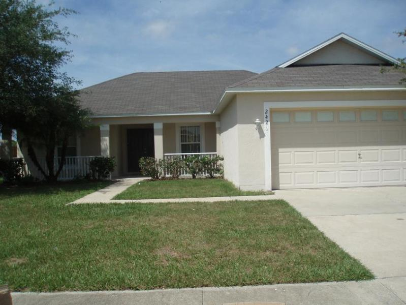 Lake views 3 bed / 2 bath Crescent Lakes Ref 42714 - Image 1 - Kissimmee - rentals
