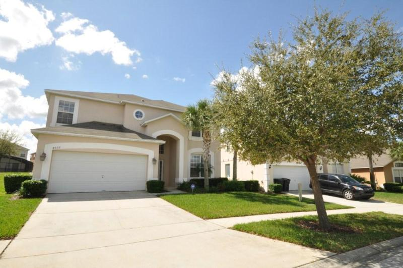 Emerald Island - 7 bed 4.5 bath home Ref 45668 - Image 1 - Kissimmee - rentals