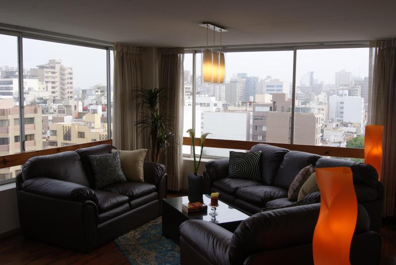 Gorgeous view of Miraflores, Lima - Stunning City & Ocean View - 2 Blocks to Larcomar - Lima - rentals