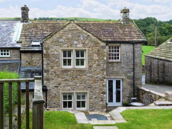 PADGES COTTAGE, superb pet friendly cottage with en-suite, garden, village location in National Park, Airton Ref 11669 - Image 1 - Airton - rentals