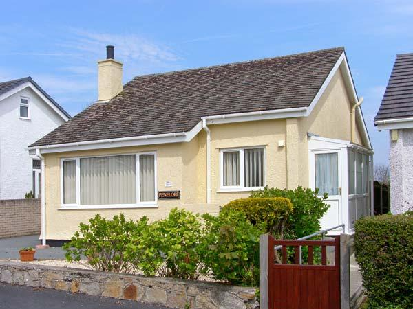 PENELOPE all ground floor, family-friendly near to beach in Benllech Ref 12974 - Image 1 - Benllech - rentals