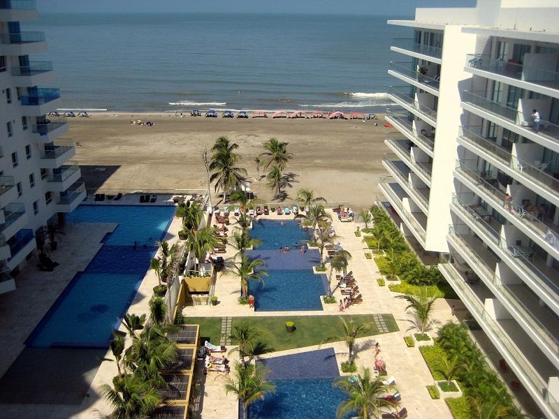 Vista desde la terraza, sala comedor y el dormitorio principal - Piso con vista al mar en primera línea, Cartagena - Cartagena - rentals