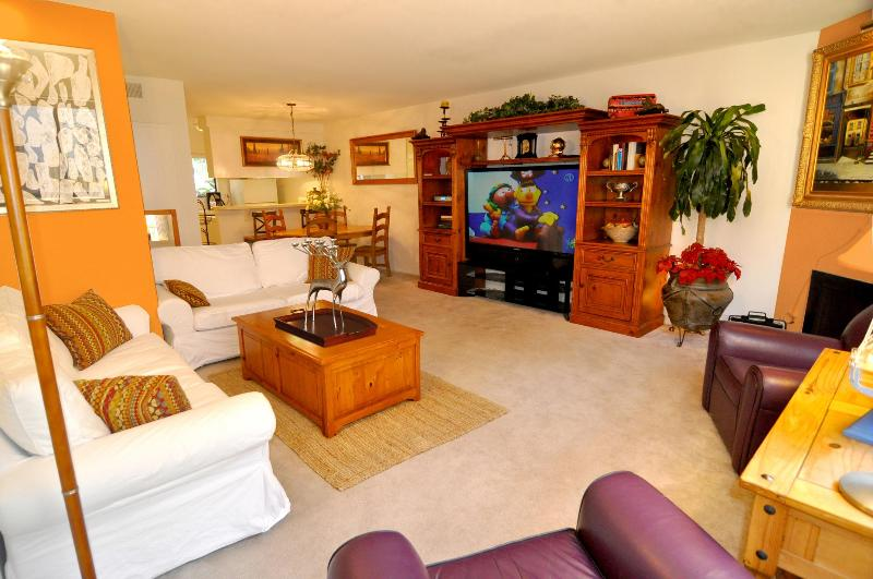 70' HDTV with Blue Ray player in spacious & comfortable living room. - LOCATION!! Walk to Beach,Pier,Spacious Townhome - Santa Monica - rentals