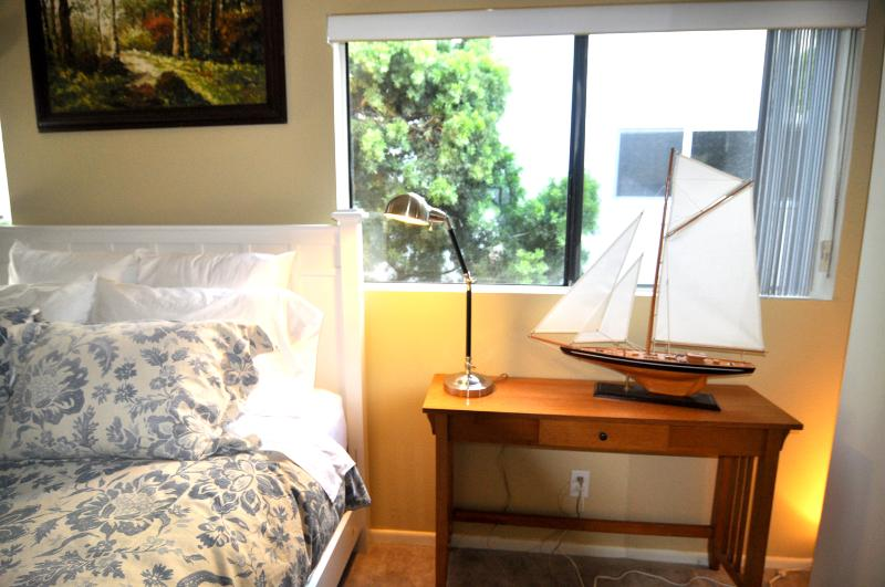 Goose Down Comforters in master and 3rd - Spacious Townhouse walking distance to beach - Santa Monica - rentals