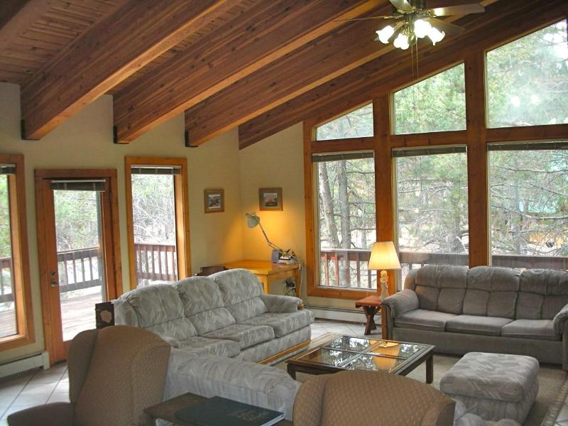 The Spacious, Bright and Airy SquawLodge--WELCOME to Your Home Away From Home! - SquawLodge™- Beds for up to 19 in Squaw Valley - Olympic Valley - rentals