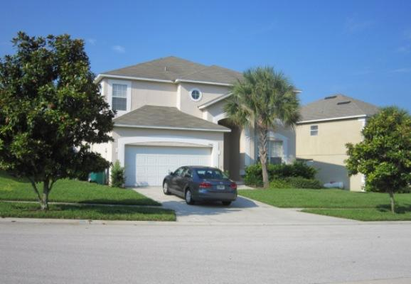 Villavivace 7 bedrooms, 5  full bathrooms, 1 half bathroom, sleeps 15  people - Luxurious Villa in a Great Location with an Outdoor Pool and Hot Tub - Kissimmee - rentals