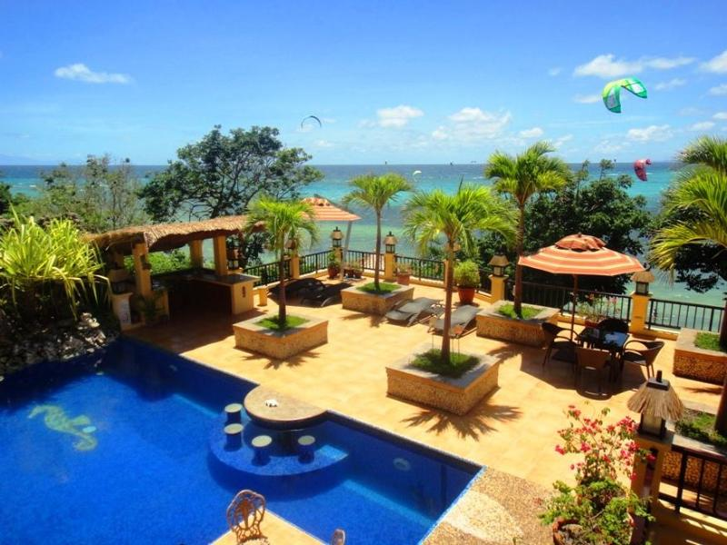Swimming pool area with magnificent sea view - Beach Front 1-bedroom apartment with swimming pool - Boracay - rentals