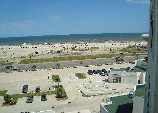 The Emerald 707 has it all... style, class, and views. - Image 1 - Galveston - rentals
