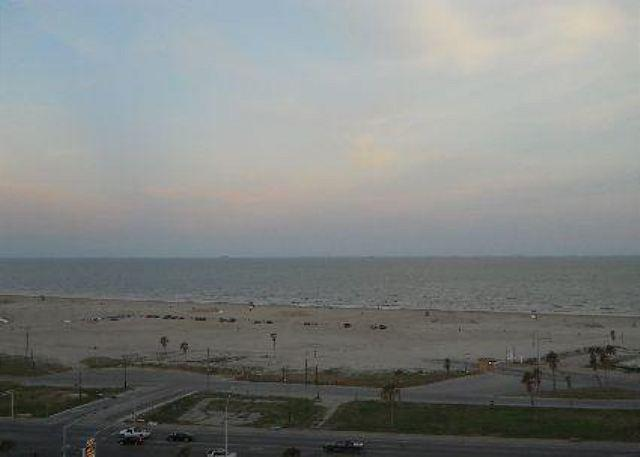 """""""Emerald 1007"""" At the point where the road ends and you hit sand! - Image 1 - Galveston - rentals"""
