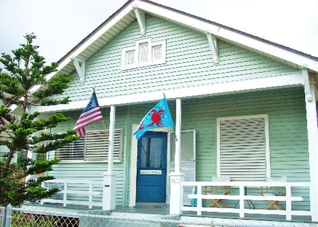 Great, Centrally located home only one block from the Beach! - Image 1 - Galveston - rentals