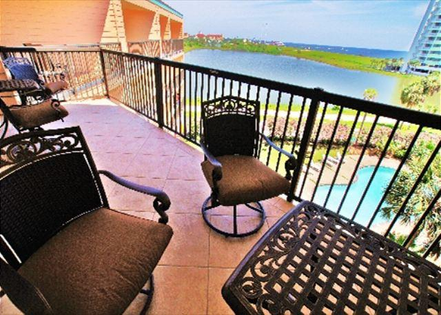 Beautiful top floor Maravilla unit with many upgrades! - Image 1 - Galveston - rentals