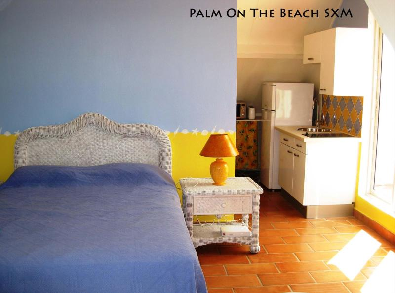 Delightful studio on the beach in luxury residence - Image 1 - Baie Nettle - rentals