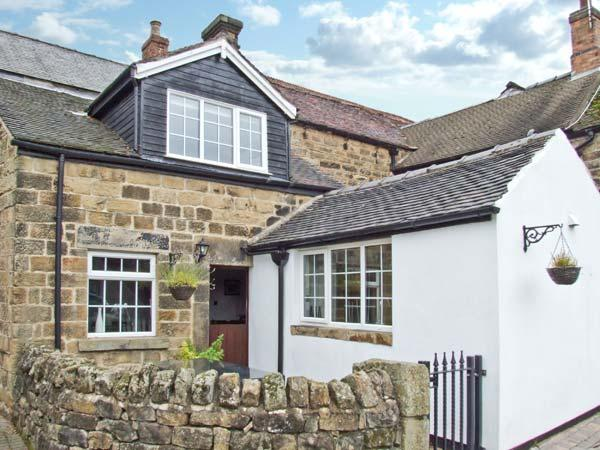 THE COACH HOUSE, delightful cottage, with woodburner, off road parking, garden with summer house, in Crich Ref 12574 - Image 1 - Crich - rentals