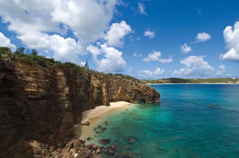 Esprit De La Mer...Terres Basses, St Martin 800-480-8555 - ESPRIT DE LA MER... Talk about breathtaking views... This villa is perfect for large families! - Saint Martin-Sint Maarten - rentals
