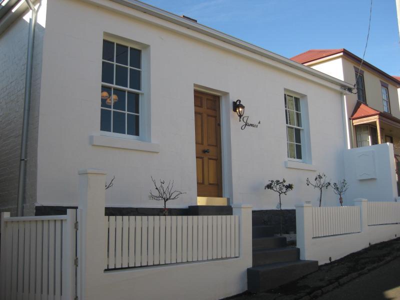 Circa 1870 Patersonia Cottage - Patersonia Cottage - Launceston - rentals