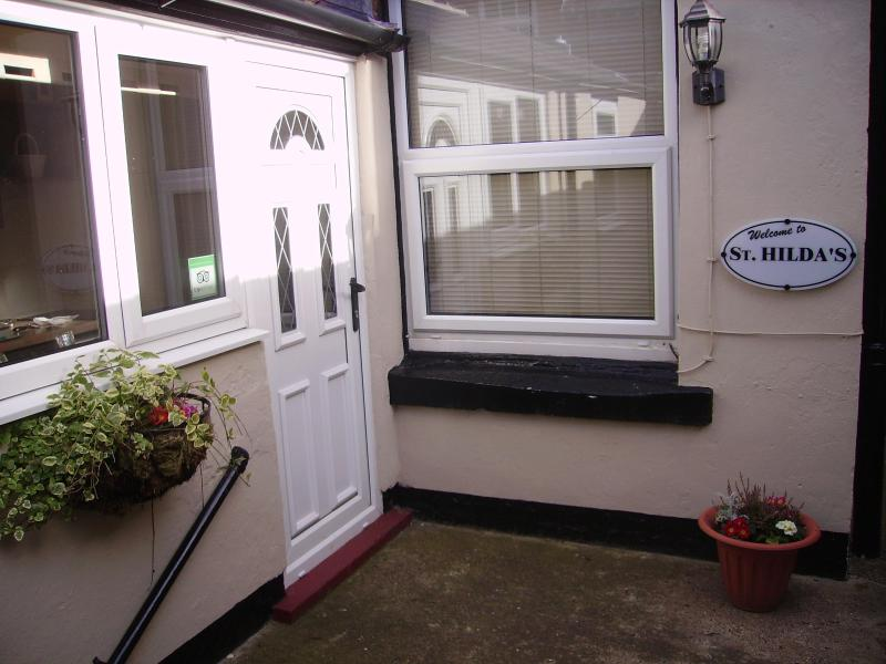Patio Area - St Hilda's self catering holiday apartment Whitby - Whitby - rentals